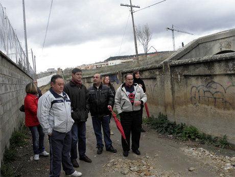 """Ávila constata la necesidad de numerosas mejoras en el barrio de """"Las Quinientas"""""""