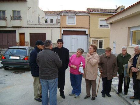 Ávila conoce las quejas de los vecinos de Buenavista a la ejecución del proyecto de adecuación del barrio