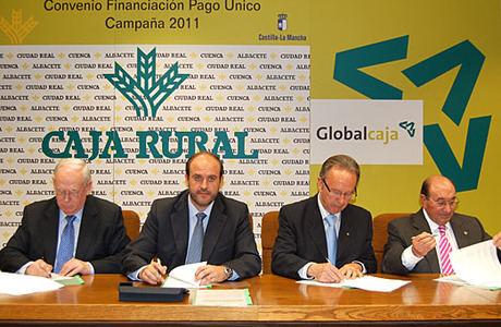 El convenio entre la Junta y las Cajas Rurales permitirá inyectar 640 millones de euros al sector agrario