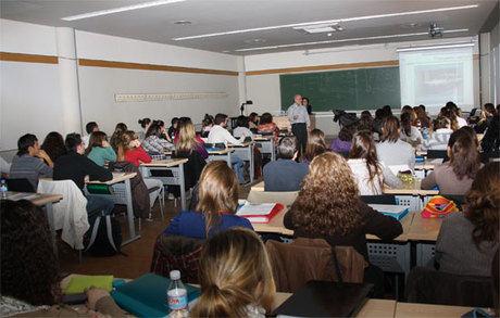 Los alumnos de enfermería profundizan en el contenido de la Ley de garantías de Castilla-La Mancha