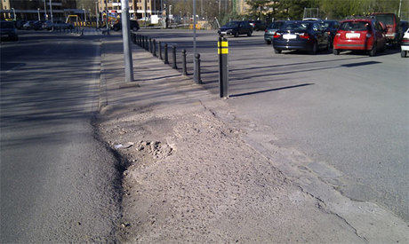 Enorme agujero en el aparcamiento de Antonio Maura