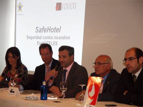 """Pulido felicita al Hotel Torremangana por obtener el certificado """"Safehotel"""" concedido por la Fundación Fuego"""