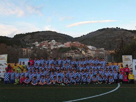 Presentada la nueva equipación de la Escuela Municipal de Fútbol