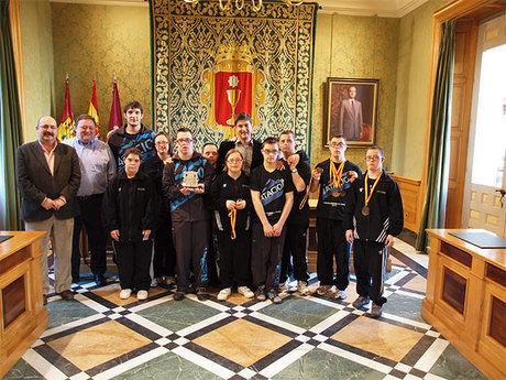 Ávila recibe a los nadadores de la Sección Especial del Club Natación Cuenca