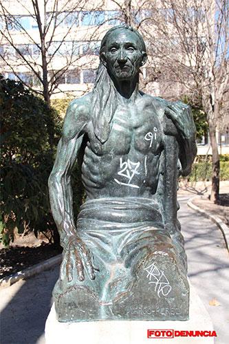 FD: Estado lamentable de la escultura de Marco Pérez en el Parque de San Julián