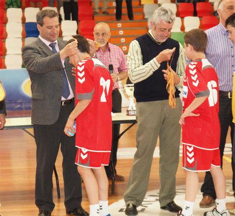 El alcalde de Cuenca asiste a la entrega de premios de varias competiciones deportivas