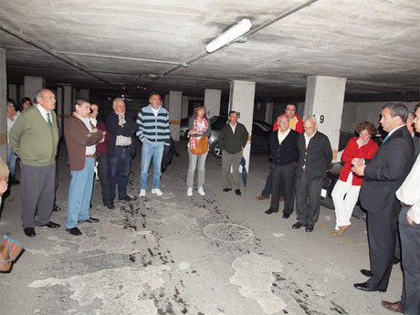 El alcalde anuncia a los propietarios del garaje situado en las calles Pozo de las Nieves y subida al Cerro Molina el comienzo inmediato de las obras de impermeabilización