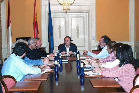 El Subdelegado del Gobierno se reúne con los Directores de los Institutos de Enseñanza Secundaria de la capital conquense