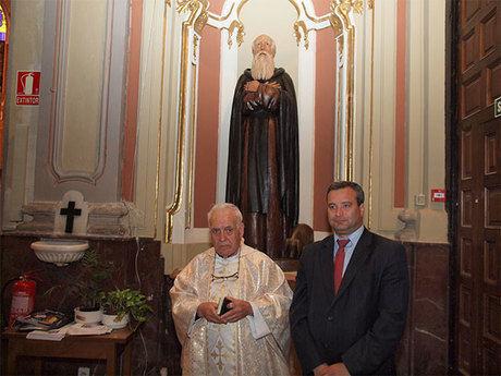 La talla restaurada de San Antón, obra de Fausto Culebras vuelve a la parroquia de la Virgen de la Luz