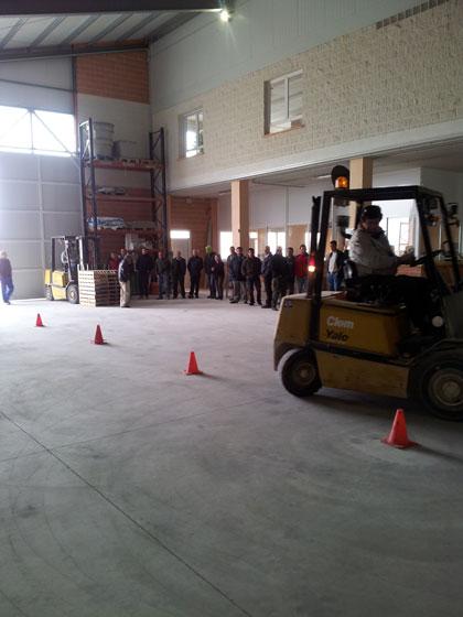 El departamento de formación de CEOE CEPYME Cuenca realiza un curso de carretilla elevadora en Landete