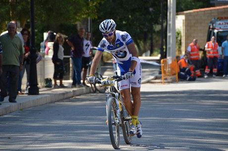 Israel Fernández se rencuentra con la victoria en la decimoquinta prueba del circuito MTB