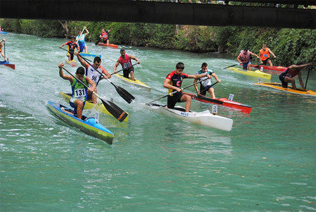 El Júcar acogió la XI edición de la competición puente a puente de piragüismo