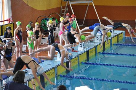 La piscina Luis Ocaña acogió el campeonato regional de deporte base de natación