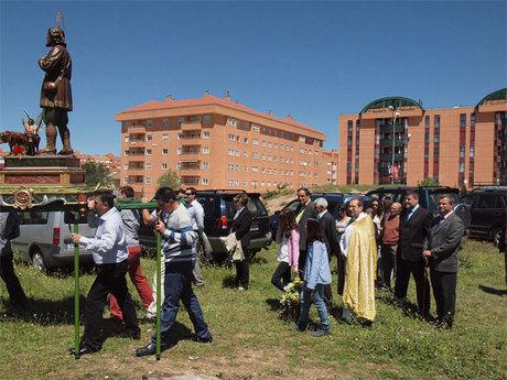 El alcalde de Cuenca preside la procesión de San Isidro (de Abajo) por los alrededores de la ermita de San Antonio el Largo