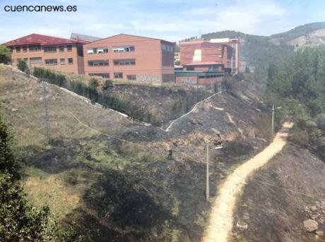 Desalojado el IES San José por un incendio en la ribera del Júcar