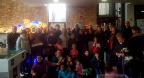 Vecinos del barrio de Casablanca celebra la navidad visitando la Abadía de Jábaga