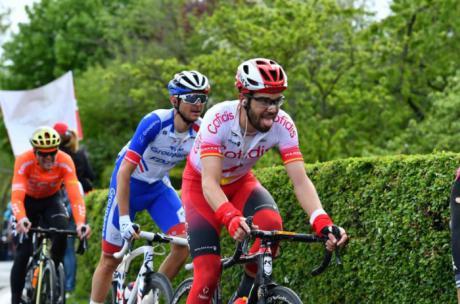 Jesús Herrada gana la Mont Ventoux tras un ataque final a Romain Bardet