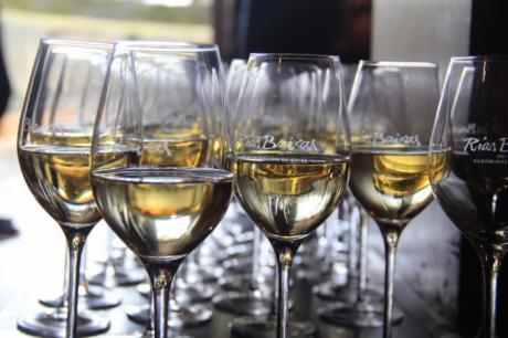 Personas ciegas se adentran en el mundo del vino, en unas jornadas de la ONCE en Cuenca