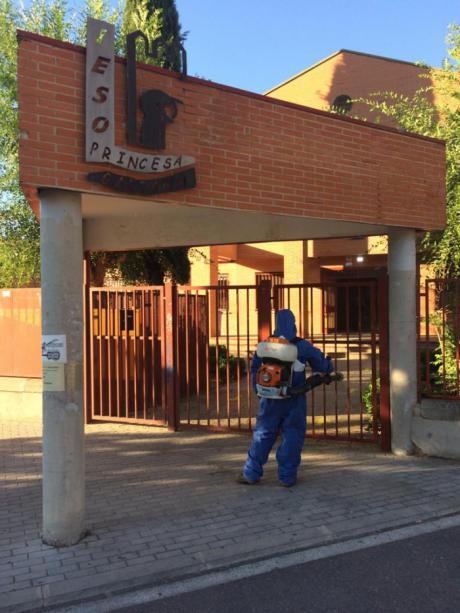 Toledo amplia la desinfección con solución clorada a los accesos de los centros educativos de toda la ciudad
