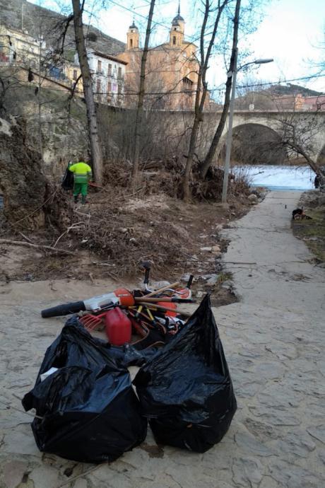 El Ayuntamiento avanza en la limpieza de los márgenes de los ríos Júcar y Huécar