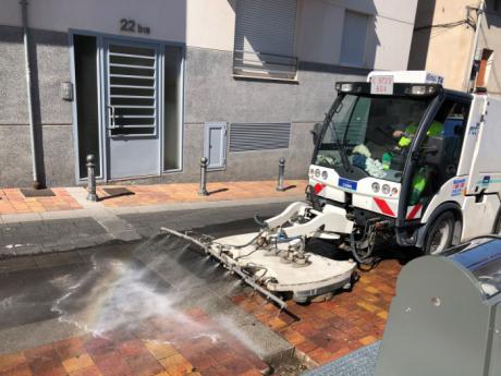 La limpieza intensiva que se está llevando barrio a barrio conlleva restricciones de aparcamiento en diversas zonas esta semana