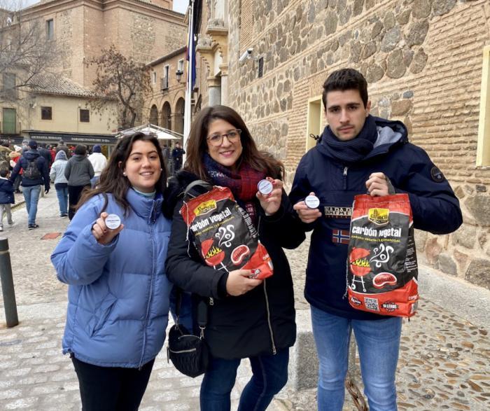 NNGG regala a Page ¨Carbón y Vaselina¨ por apoyar el Gobierno ¨contra España y contra CLM¨ de Pedro Sánchez