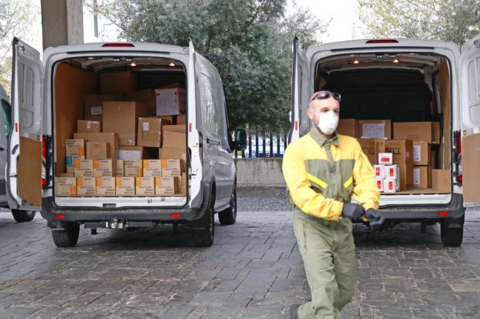 Sanidad ha distribuido esta semana cerca de 450.000 artículos de protección para profesionales sanitarios