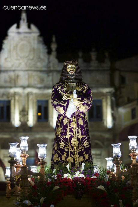 El Medinaceli sustituye el gesto del besapié a su Titular por una inclinación de cabeza