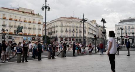 La Comunidad de Madrid dedica a Castilla-La Mancha el minuto de silencio por el COVID-19