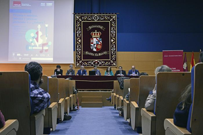 Expertos y docentes debaten en la UCLM sobre la vinculación entre la música y la prensa