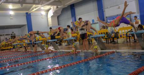 La piscina Silvia Lara acogió la primera jornada del deporte base de natación
