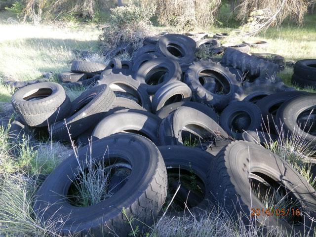 La Junta espera que en julio esté limpio el vertedero de ruedas de Cervera Llano