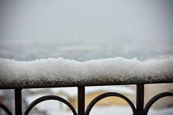 Aconsejan limpiar la nieve de las terrazas y balcones que pueda caer sobre la vía pública