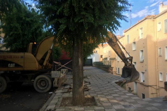 Se inicia la demolición parcial controlada del muro de la calle Ramiro de Maeztu