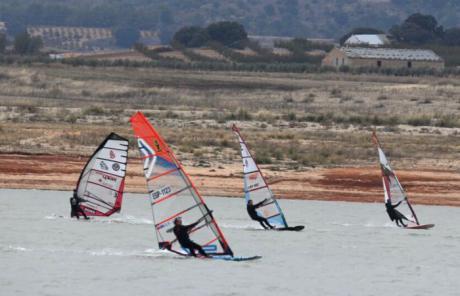 Eduardo Mavarro campeón regional de windsurf-slalom