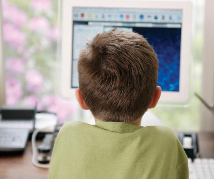 Informan a las familias de los riesgos de las nuevas tecnologías y el juego 'online'