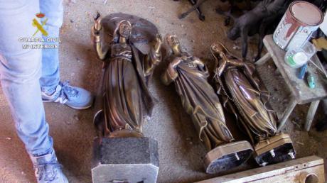 Detenidas cinco personas relacionadas con numerosos robos en cementerios