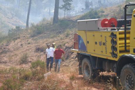 Martínez Arroyo ha visitado la zona más complicada del incendio de Yeste