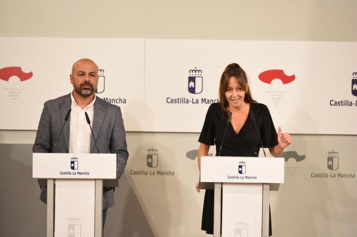 José García Molina e Inmaculada Herranz renuncian al coche oficial y donarán parte de su sueldo en el Gobierno regional