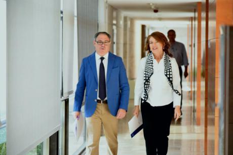 Castilla-La Mancha impulsa un servicio de videoasistencia y acompañamiento para personas mayores sordas