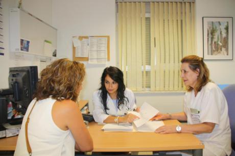 La Unidad de Consejo Genético en Cáncer del Virgen de la Luz ha atendido ya a más de 200 pacientes en un año de funcionamiento
