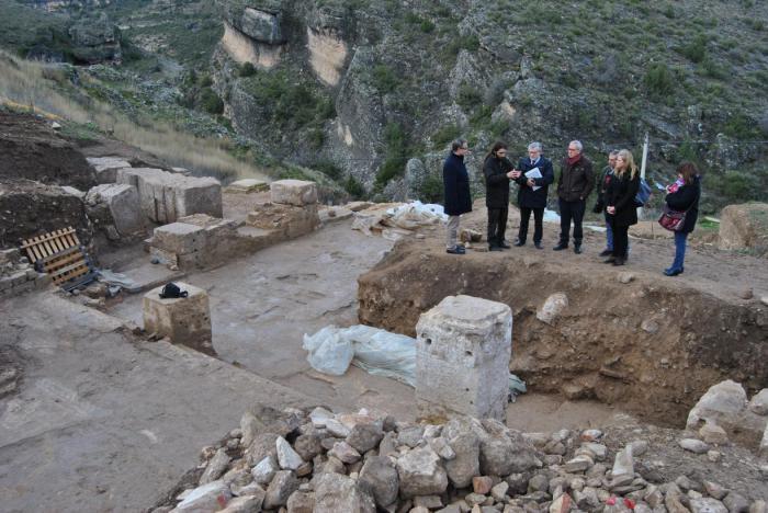 Estudian la declaración como parque arqueológico del Yacimiento Romano de Valeria ante la entidad de los hallazgos