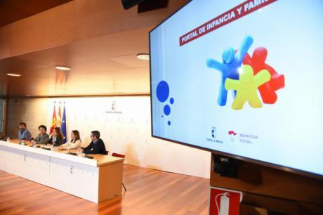 El Gobierno regional presenta el Portal de Infancia y Familia que nace para atender y apoyar a las familias de Castilla-La Mancha
