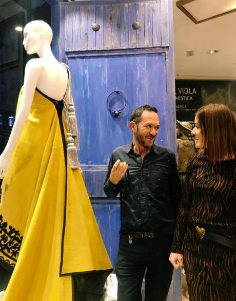 Se promociona el arte del diseño de moda de la mano de Ulises Mérida en la Oficina de Castilla-La Mancha en Madrid