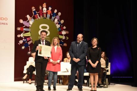 Amelia Valcárcel, Mabel Lozano y Sandra Sabatés serán reconocidas por el Gobierno regional con motivo del Día Internacional de las Mujeres