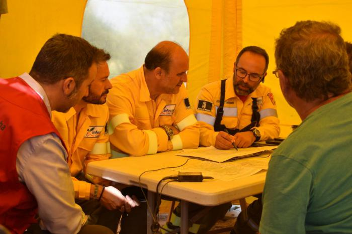 La Junta agradece la labor de los profesionales que trabajan en la extinción del fuego originado en Barchín del Hoyo