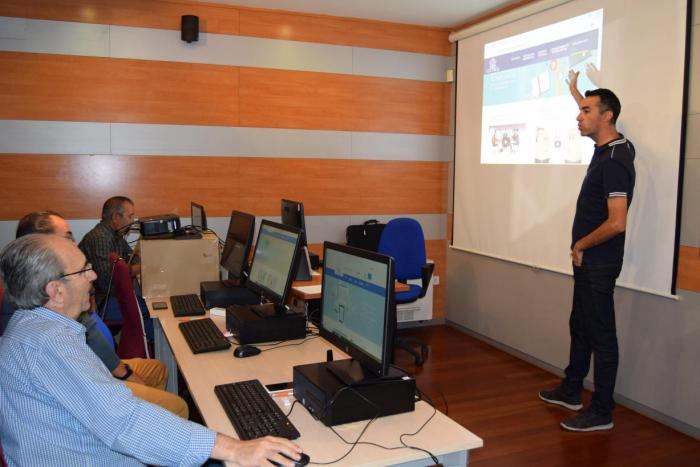 El Gobierno de Castilla-La Mancha ha llegado a 470 personas mayores de 55 años en el último trimestre a través de su Programa CapacitaTIC+55