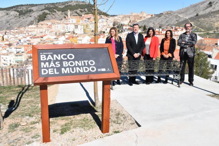 El MUPA instala el 'segundo banco más bonito del mundo' para incrementar su oferta turística