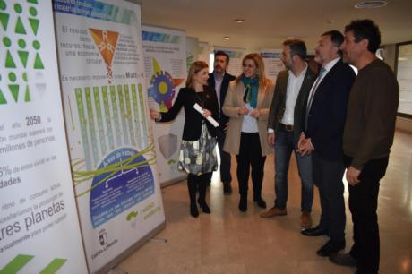 La Junta estrena en Cuenca la exposición 'Castilla-La Mancha en la senda de la transición' que llegará a toda la Comunidad Autónoma