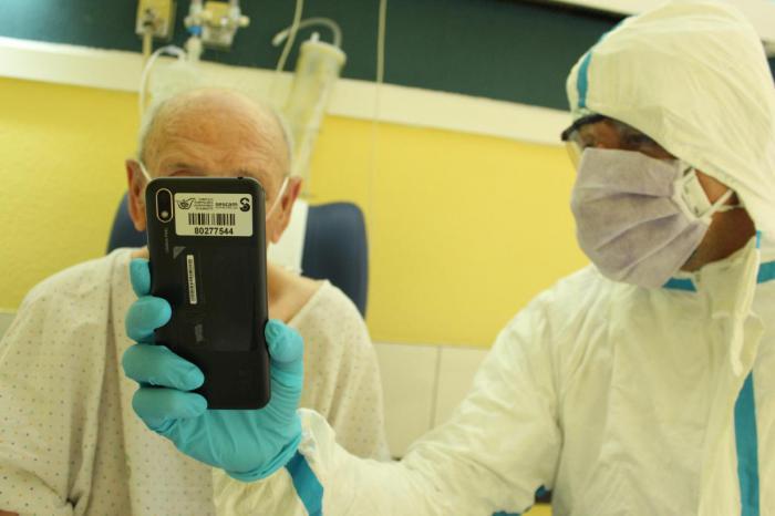 Se pone en marcha un procedimiento para facilitar la comunicación entre pacientes ingresados y sus familiares